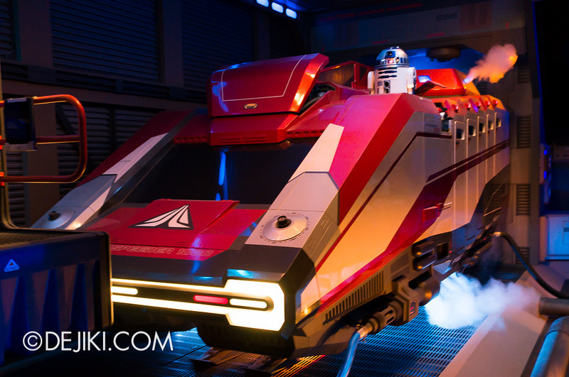 Star Tours: The Adventures Continue, queue bay 6