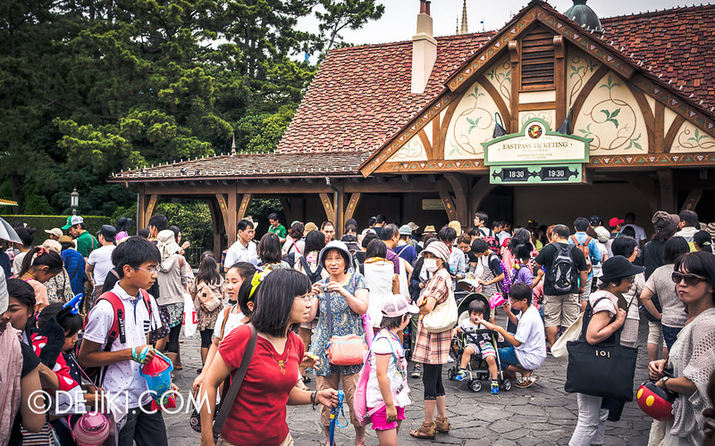 Tokyo Disneyland - Pooh's Hunny Hunt: Fastpass Ticketing