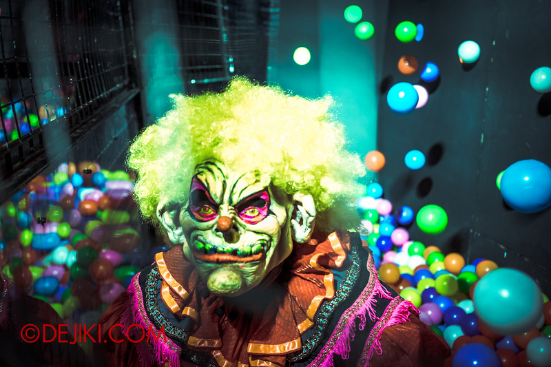 Halloween Horror Nights 4 - Jack's 3-Dementia 3D haunted house - Clown and Balls