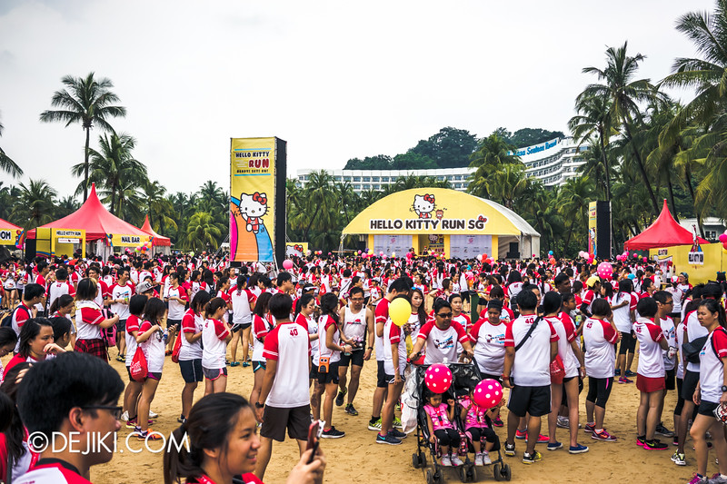 Hello Kitty Run Singapore - Beach crowds 2