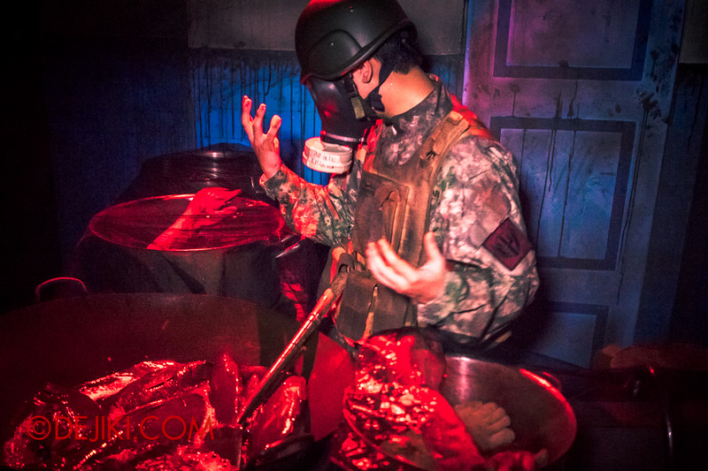 Halloween Horror Nights 4 - MATI CAMP haunted house - The cookhouse