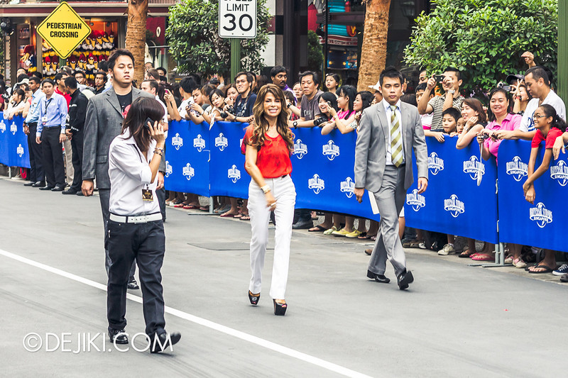 Universal Studios Singapore - Grand Opening 2011 - Paula Abdul greets crowd 1