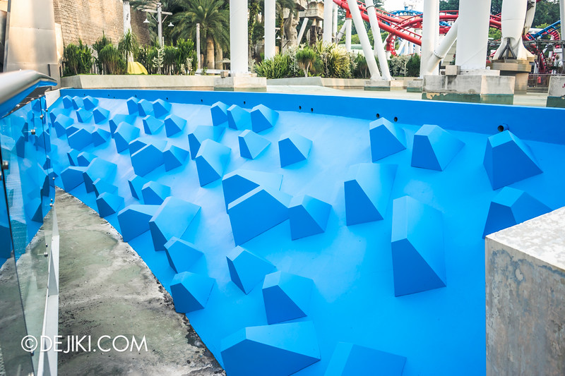 Universal Studios Singapore - Park Update October 2014 - Battlestar Galactica BSG roller coaster 7