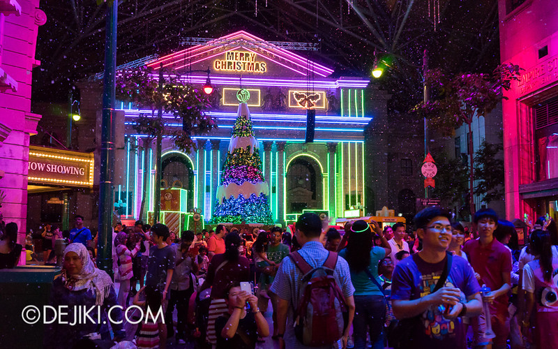 Universal Studios Singapore - Snowfall and Lights 4