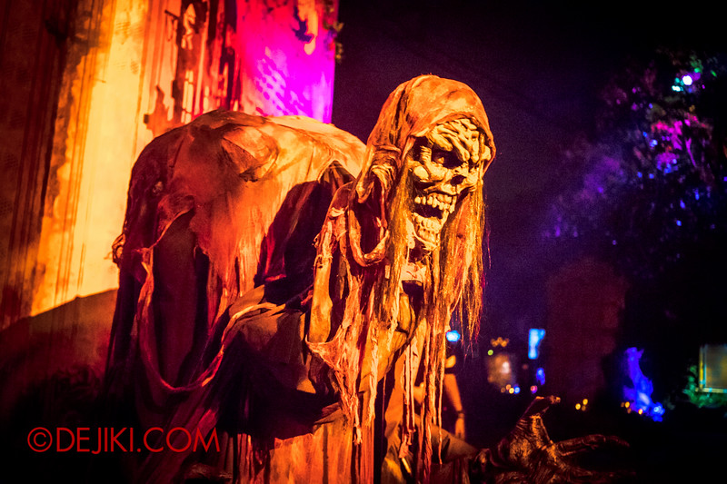 Halloween Horror Nights 4 - Scary Tales scare zone - The Scribe of Scare