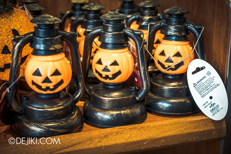 Universal Studios Singapore - Park Update August 2014 - Minister of Evil invades the Universal Studios Store / Jack 'O Lantern
