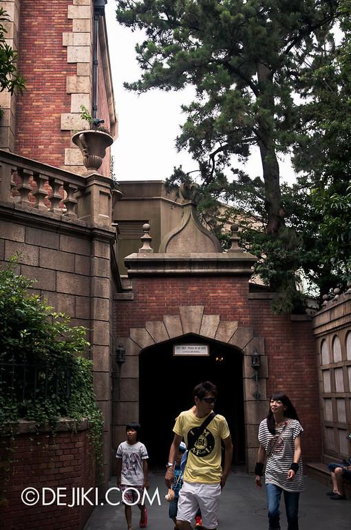 Tokyo Disneyland - Haunted Mansion: Exit