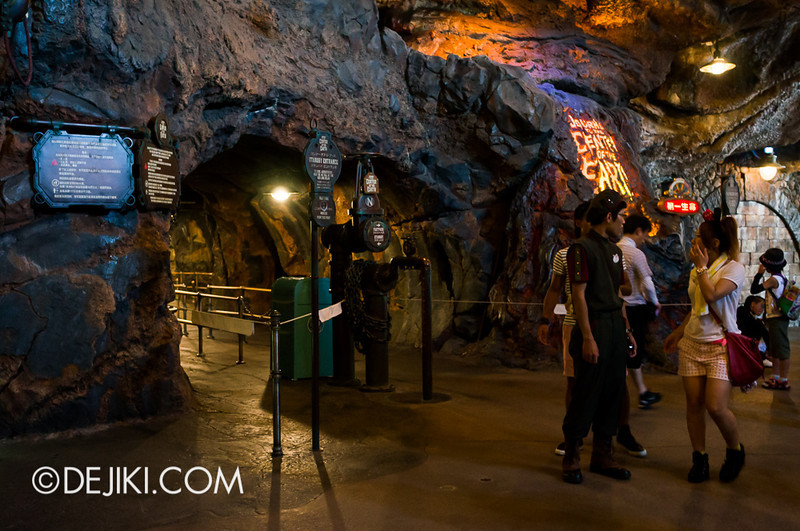 Journey to the Center of the Earth - Ride Entrance
