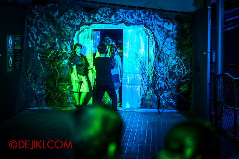 Halloween Horror Nights 4 - The L.A.B Laboratory of Alien Breeding - The Cargo Door