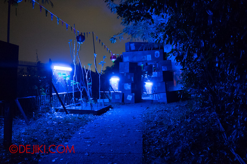 Sentosa Spooktacular 2014 - SWIMMERS Haunted House / Coffins