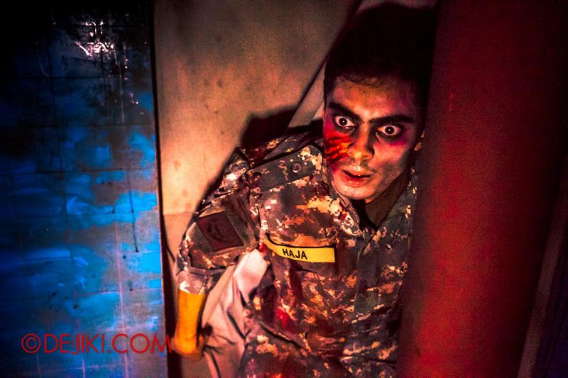 Halloween Horror Nights 4 - MATI CAMP haunted house - Deranged soldier 2