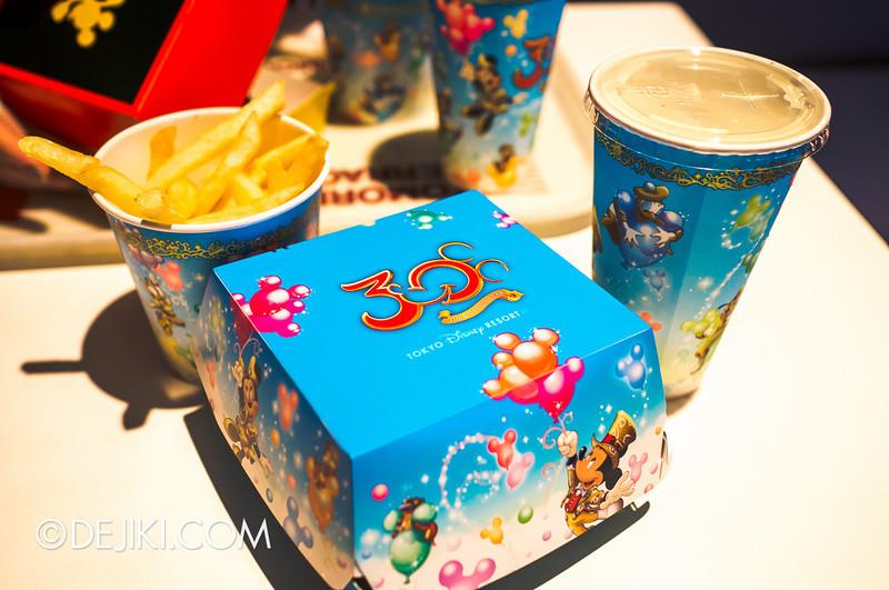 Tokyo Disneyland - Tomorrowland Terrace / Mickey Burger 1