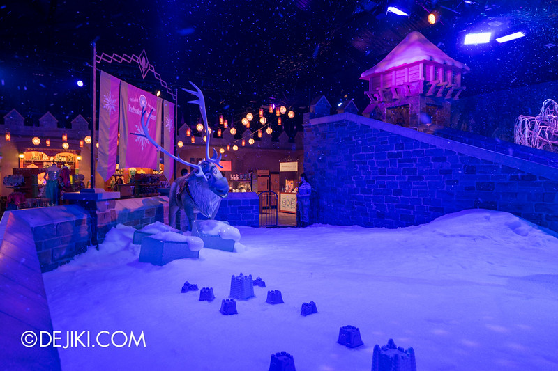 Hong Kong Disneyland - Frozen Village / Frozen Village Square of Arendelle - Snow Play Area 2