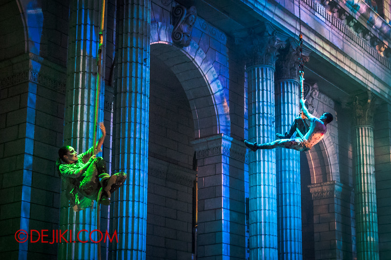 Halloween Horror Nights 4 - DEMONCRACY scare zone - THE EXORCISM street show - aerial maneuvers