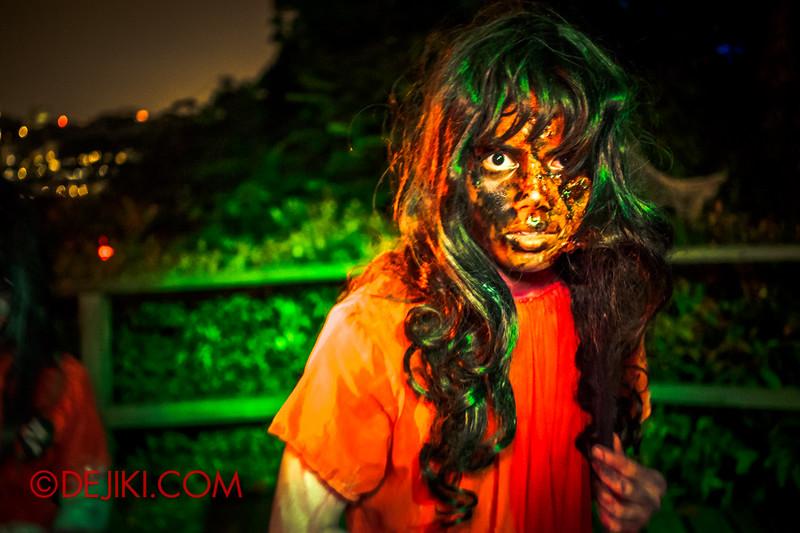 Sentosa Spooktacular - LADDALAND Scare zone roaming Scare Actors / twin sisters 1