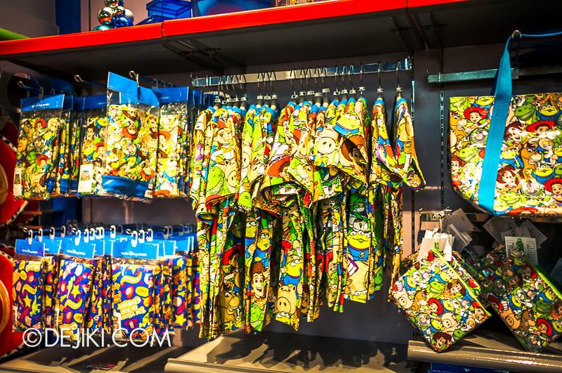 Tokyo Disneyland - Tomorrowland / Planet M store 2