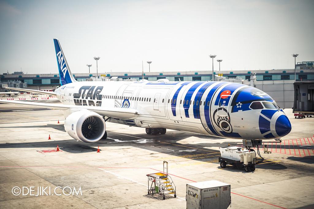 Star Wars at Changi - R2-D2 ANA JET B787 Dreamliner at Changi Airport Terminal 2