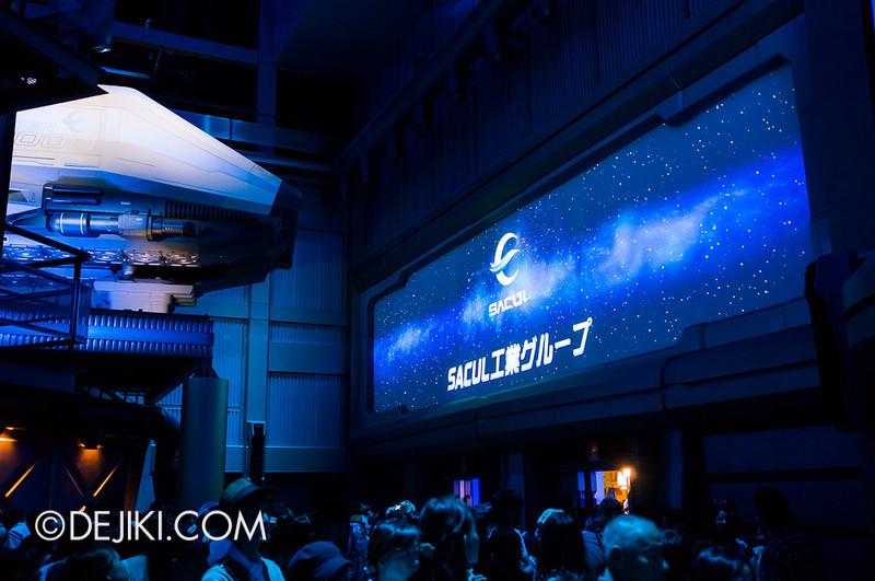 Star Tours: The Adventures Continue, queue concourse 6