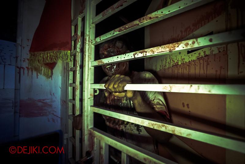 Halloween Horror Nights 5 Haunted House - Siloso Gateway Block 50 / Zombie neighbour