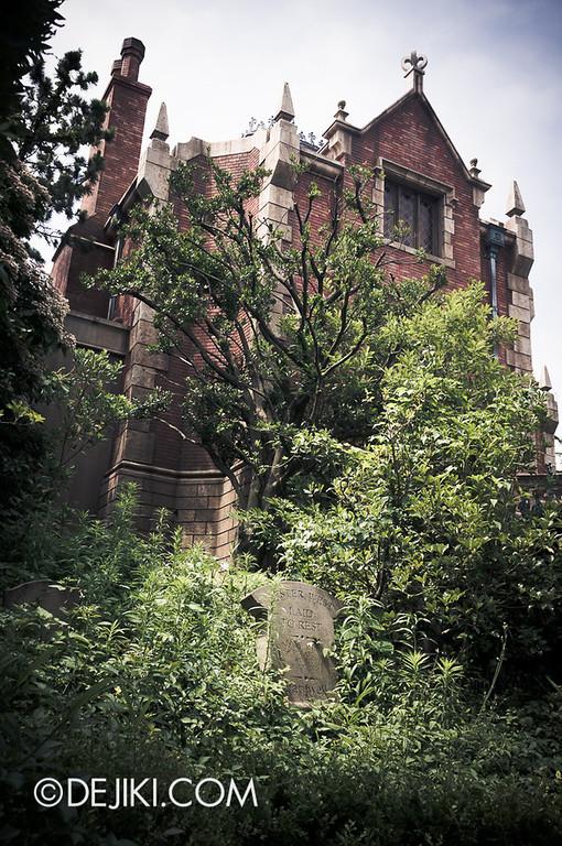 Tokyo Disneyland - Haunted Mansion: Mister West