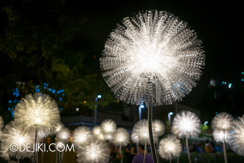 i Light Marina Bay 2014 - Giant Dandelion