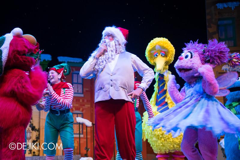 Universal Studios Singapore - Sesame Street Saves Christmas show 13