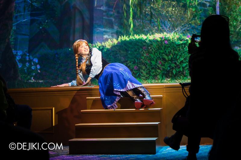 Hong Kong Disneyland - Frozen Village / Frozen Festival Show / Anna 2