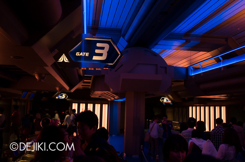 Star Tours: The Adventures Continue, loading bay 4