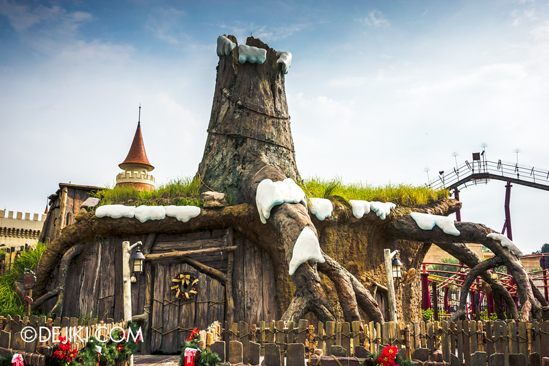 Universal Studios Singapore - Park Update December 2014 - Snow at Shrek's Stump