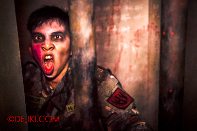 Halloween Horror Nights 4 - MATI CAMP haunted house - Deranged soldier 1