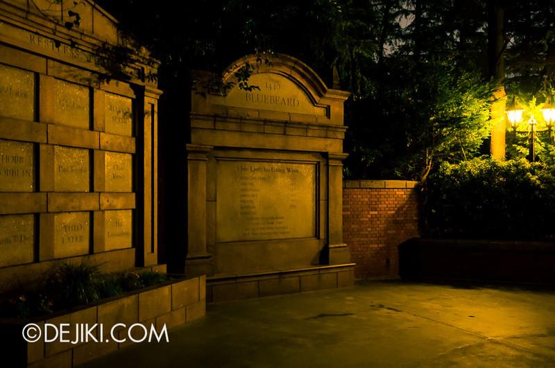 Tokyo Disneyland - Haunted Mansion: Exit Crypt