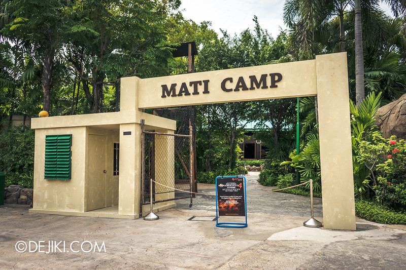 Halloween Horror Nights 4 Singapore - Before Dark 3 - MATI CAMP - entrance 1