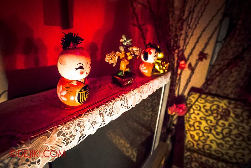 Halloween Horror Nights 5 Haunted House - Siloso Gateway Block 50 / Chinese home - decor above TV