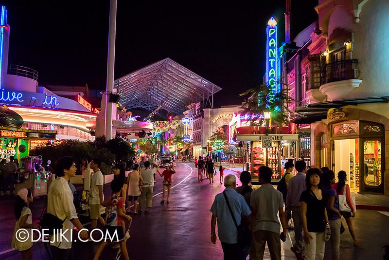 Universal Studios Singapore - Hollywood at night
