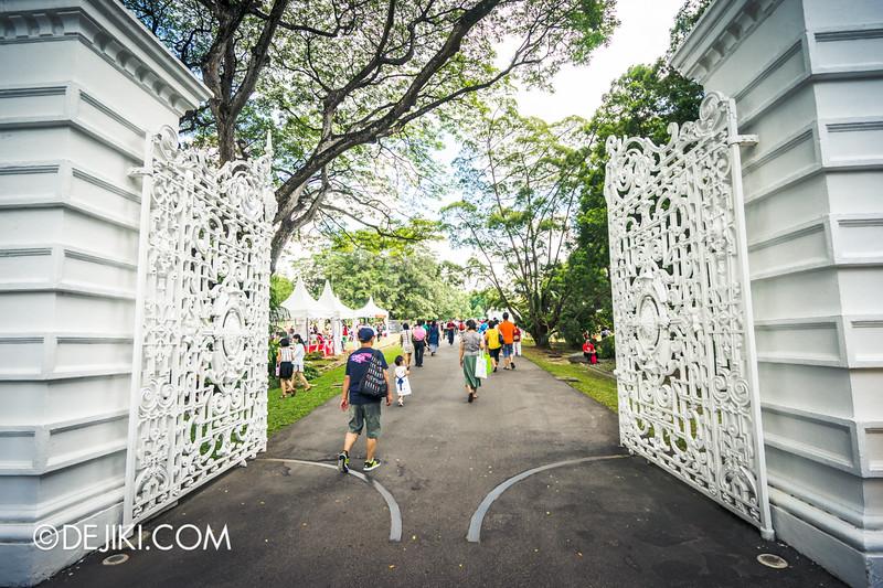 The Istana, Singapore - Centre Gates