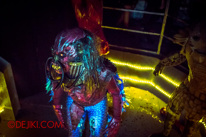 Halloween Horror Nights 4 - The L.A.B Laboratory of Alien Breeding - The brawl