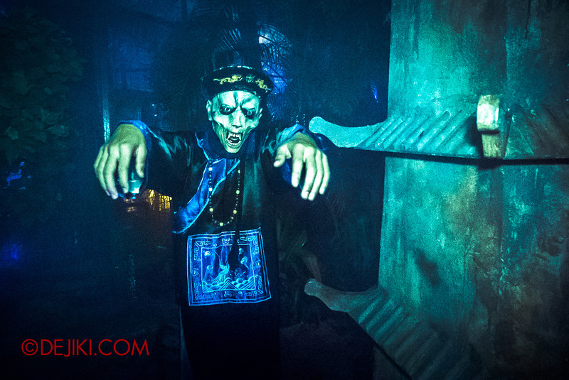 Halloween Horror Nights 5 - REVIEW - HUNGRY GHOSTS scare zone /Zombie Vampire