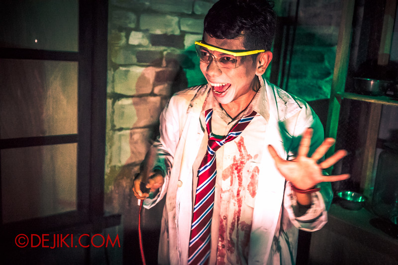 Halloween Horror Nights 4 - Jing's Revenge haunted house - The science lab 2