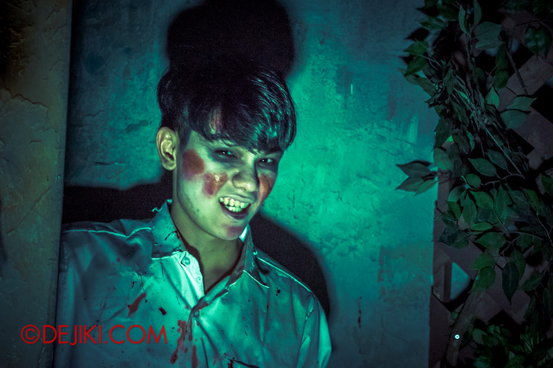 Halloween Horror Nights 4 - Jing's Revenge haunted house - The courtyard