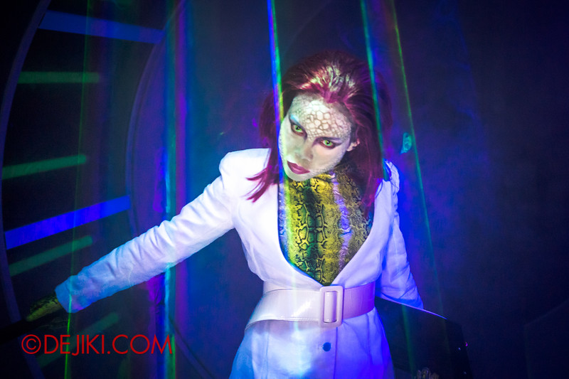 Halloween Horror Nights 4 - The L.A.B Laboratory of Alien Breeding - Alien scientist