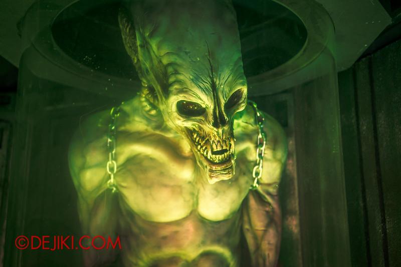 Halloween Horror Nights 4 - The L.A.B Laboratory of Alien Breeding - Specimens 3