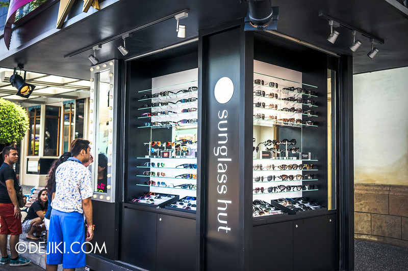 Universal Studios Singapore - Park Update September 2014 - Sunglass Hut cart