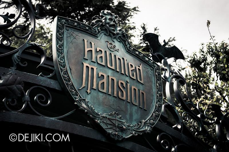 Tokyo Disneyland - Haunted Mansion