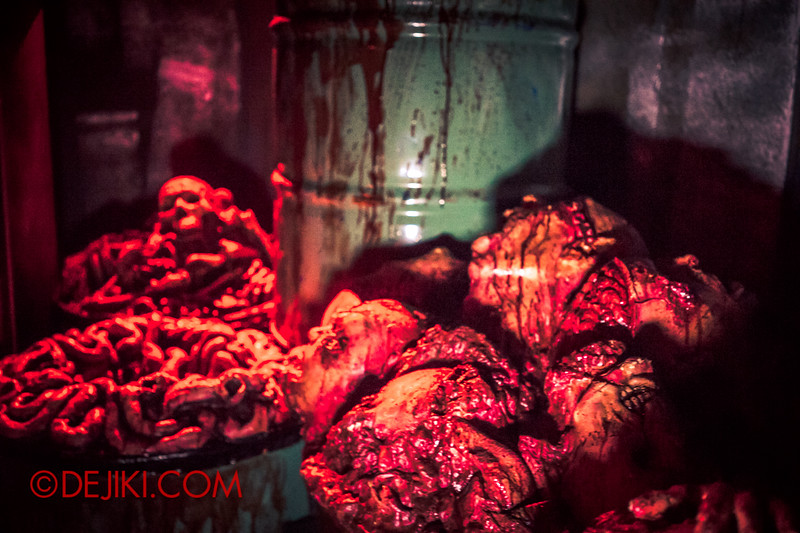 Halloween Horror Nights 4 - The L.A.B Laboratory of Alien Breeding - Body parts