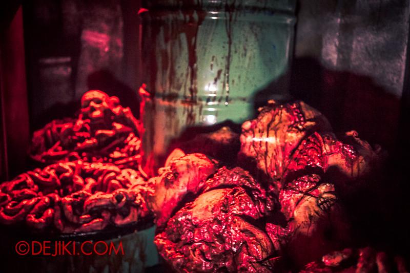 Halloween Horror Nights 4 - The L.A.B Laboratory of Alien Breeding - Body parts