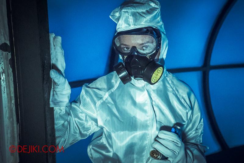 Halloween Horror Nights 5 Haunted House - Siloso Gateway Block 50 / Quarantine - escaping