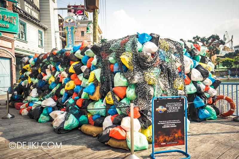 Universal Studios Singapore - Halloween Horror Nights 5 Before Dark Day Photo Report 1 - ConTERMINATED scare zone, trash mountain