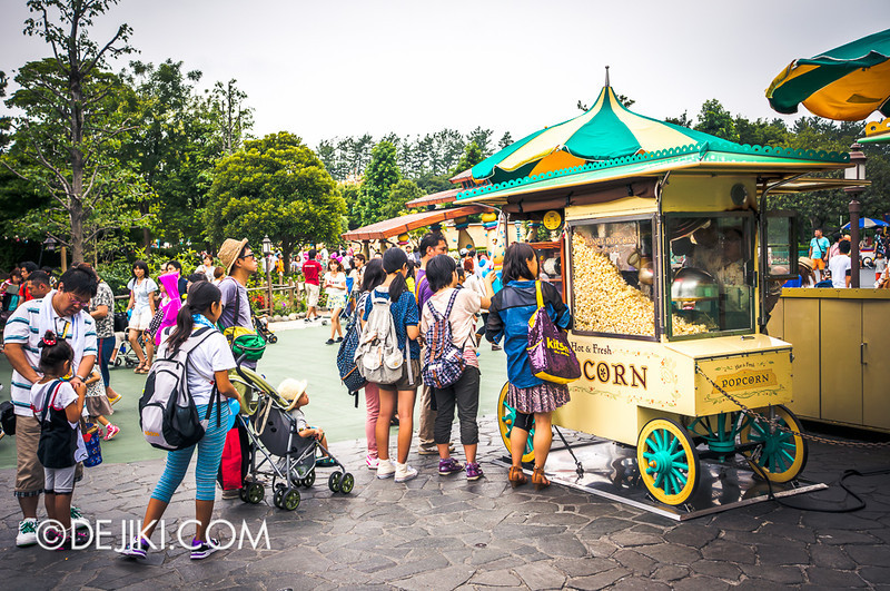 Tokyo Disneyland - Pooh's Hunny Hunt: Popcorn Stand
