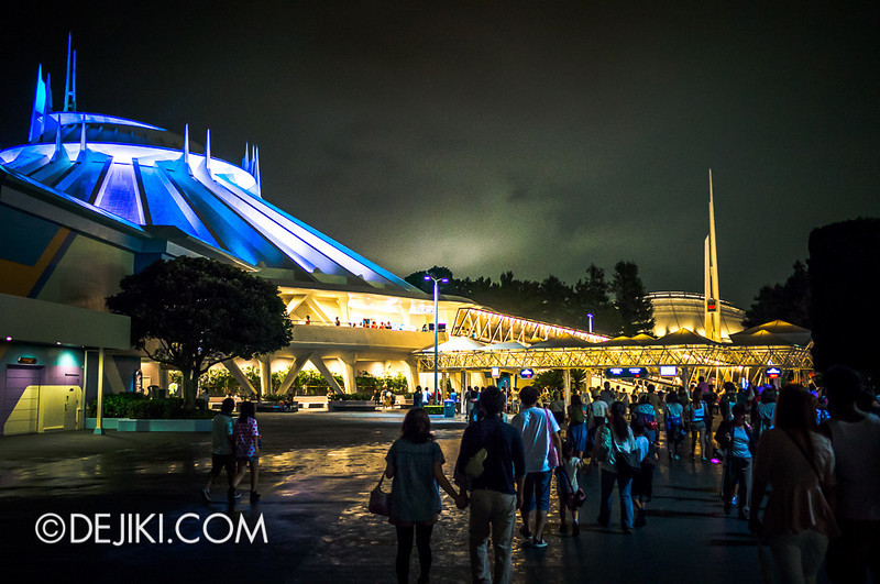 Tokyo Disneyland - Tomorrowland at night 1