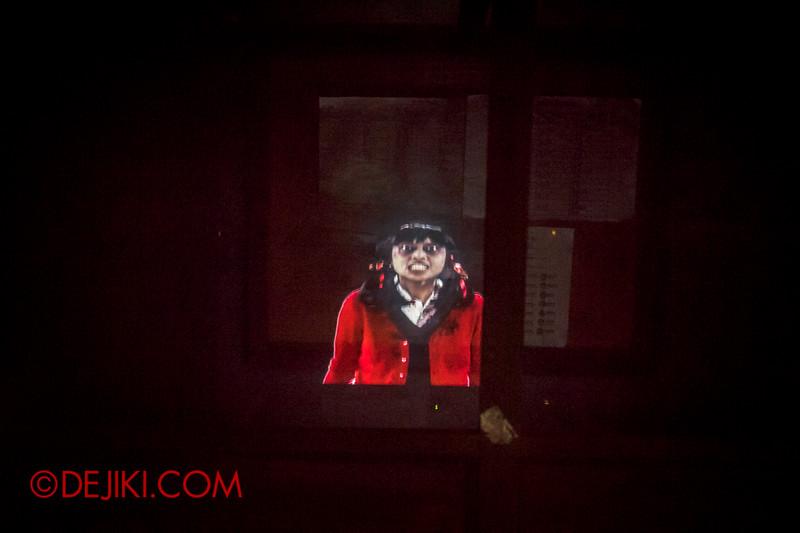 Halloween Horror Nights 4 - Jing's Revenge haunted house - Jing emerges